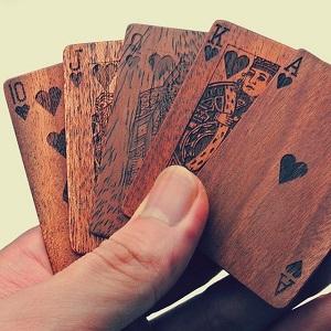 jeu-de-cartes-en-bois
