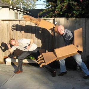 bras-robot-geant-carton-diy