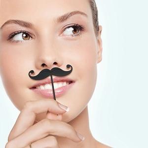 pic-apero-moustache-aperitif-femme