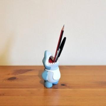 pot-crayon-requin