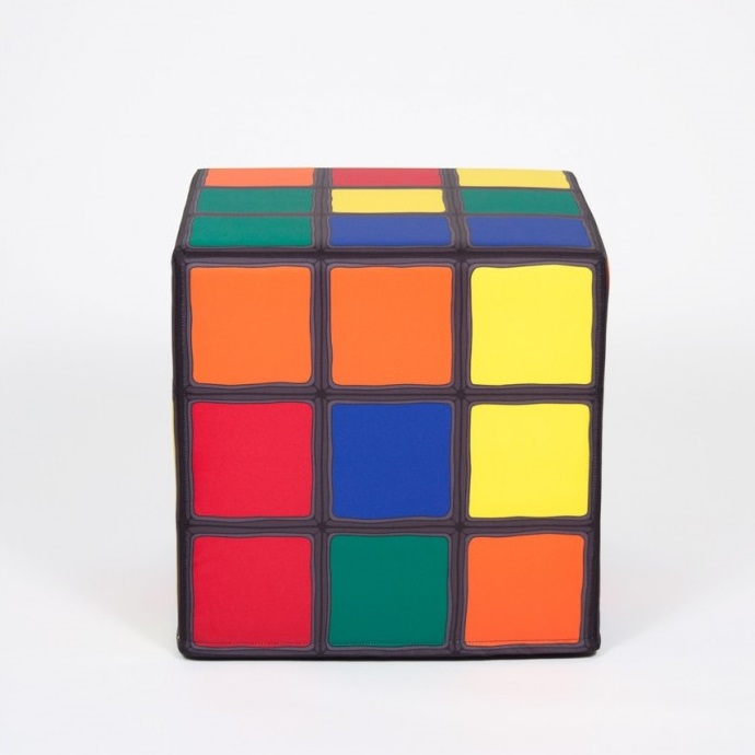 pouf rubik 39 s cube une solution pour s asseoir sur un. Black Bedroom Furniture Sets. Home Design Ideas