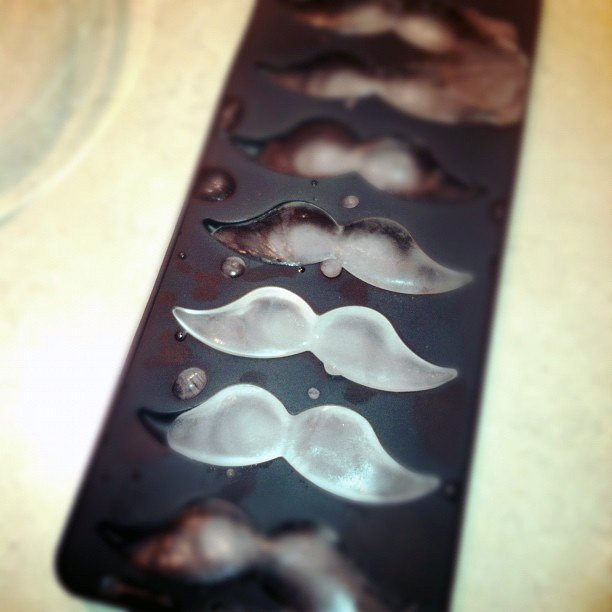 moule-glacon-moustache
