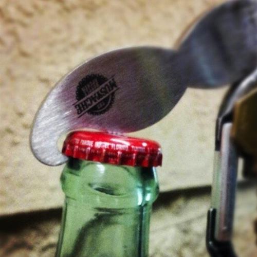 moustache-decapsuleur-ouvre-bouteille