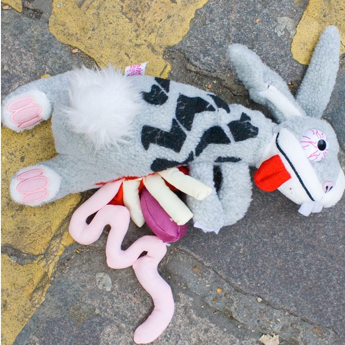 peluche-lievre-road-kill-ecrabouille