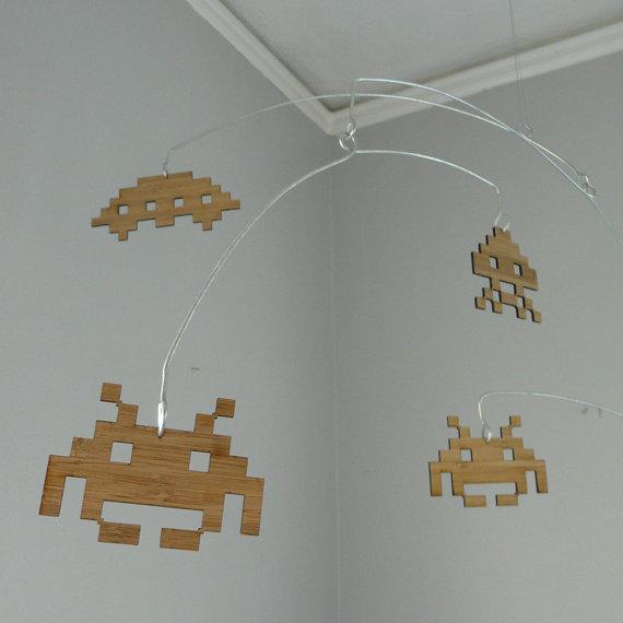 mobile-bebe-space-invader-bambou