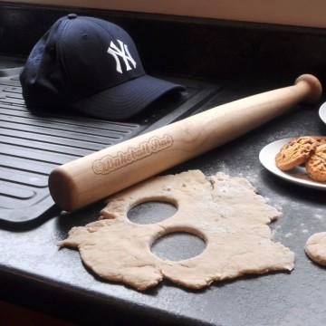 rouleau-a-patisserie-batte-de-baseball-insolite