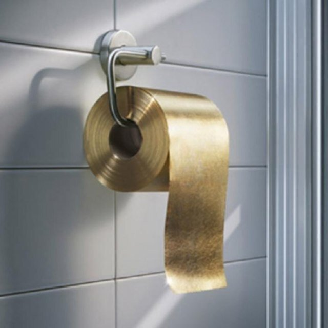 le papier toilette or 24 carats avant j 39 tais riche. Black Bedroom Furniture Sets. Home Design Ideas