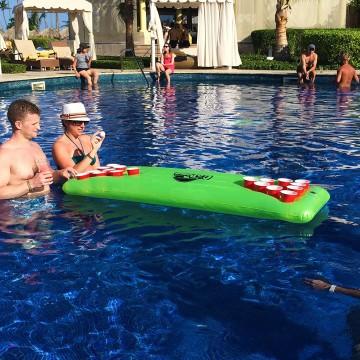 beer-pong-matelas-flottant-piscine