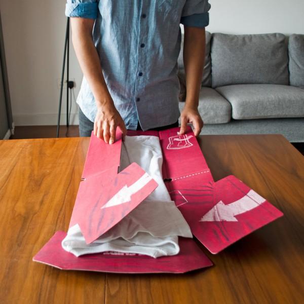 plieur-de-t-shirts-suck-uk-plier-carton-planche