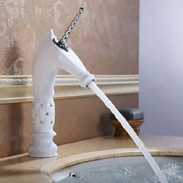 robinet-salle-de-bain-licorne-peint-en-blanc-avec-design